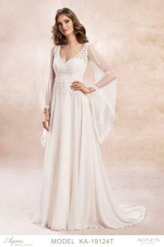 Suknia ślubna w stylu boho z szerokimi rękawami