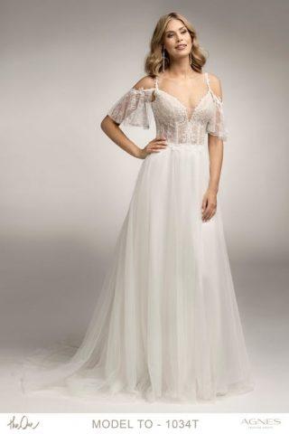 Suknia ślubna w stylu boho z głębokim dekoltem