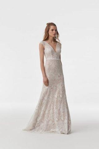 Suknia ślubna w stylu boho z krótkim rękawkiem