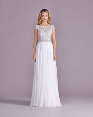 Suknia ślubna w stylu boho odcinana w talii