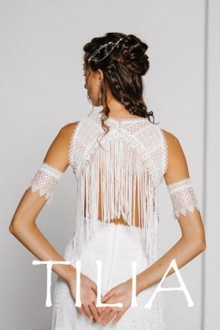 Suknia ślubna z frędzlami na plecach