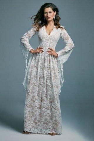 Suknia ślubna w stylu boho z kielichowymi rękawami