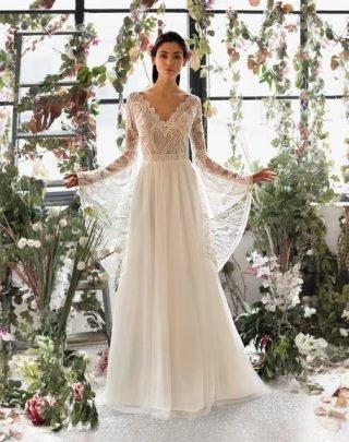 Suknia ślubna w stylu boho z dekoltem w kształcie litery V