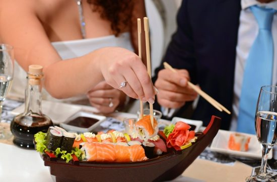 Sushi na weselnym stole