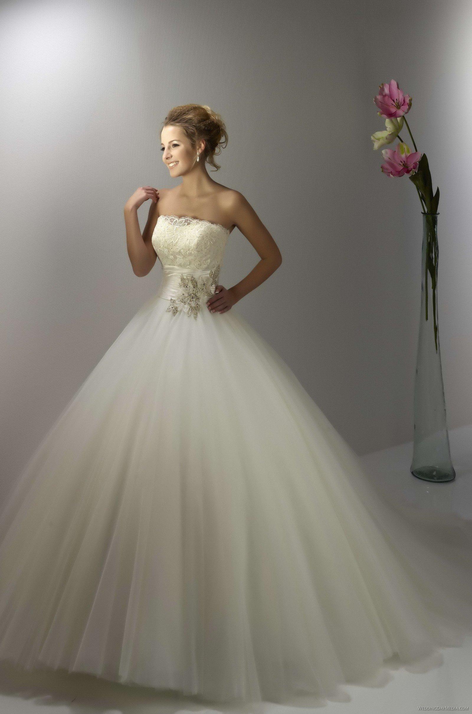 bf4cba83d5 Tiulowe suknie ślubne - Wedding.pl