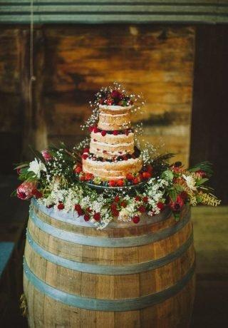 Tort weselny w stylu naked cake - zdjęcie 14