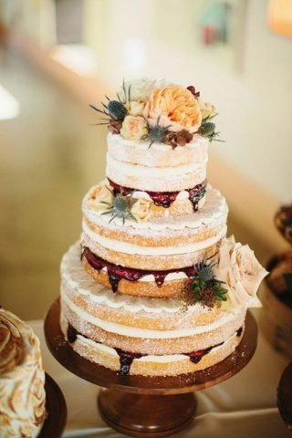 Tort weselny w stylu naked cake - zdjęcie 13