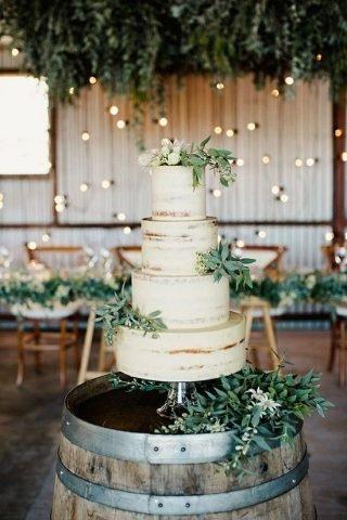 Tort weselny w stylu naked cake - zdjęcie 9