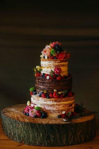 Tort weselny w stylu naked cake - zdjęcie 7