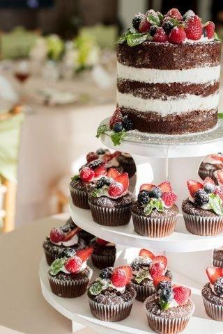 Tort weselny w stylu naked cake - zdjęcie 15
