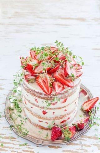Tort weselny w stylu naked cake - zdjęcie 10