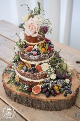 Tort weselny w stylu naked cake - zdjęcie 6