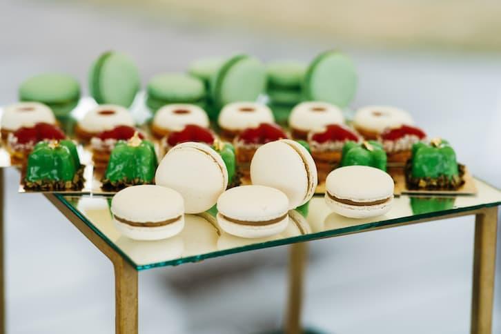 candy bar biały zielony makaroniki czekoladki