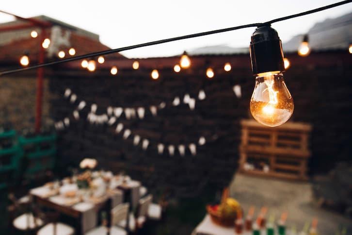 girlandy światło rustykalne wesele