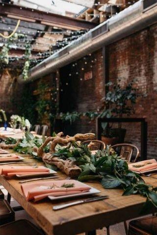 Wesele w stylu industrialnym - dekoracja stołów
