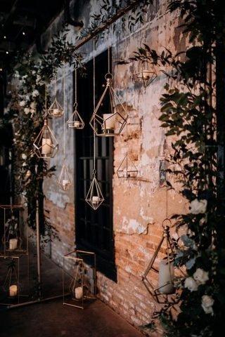 Wesele w stylu industrialnym - wiszące dekoracje