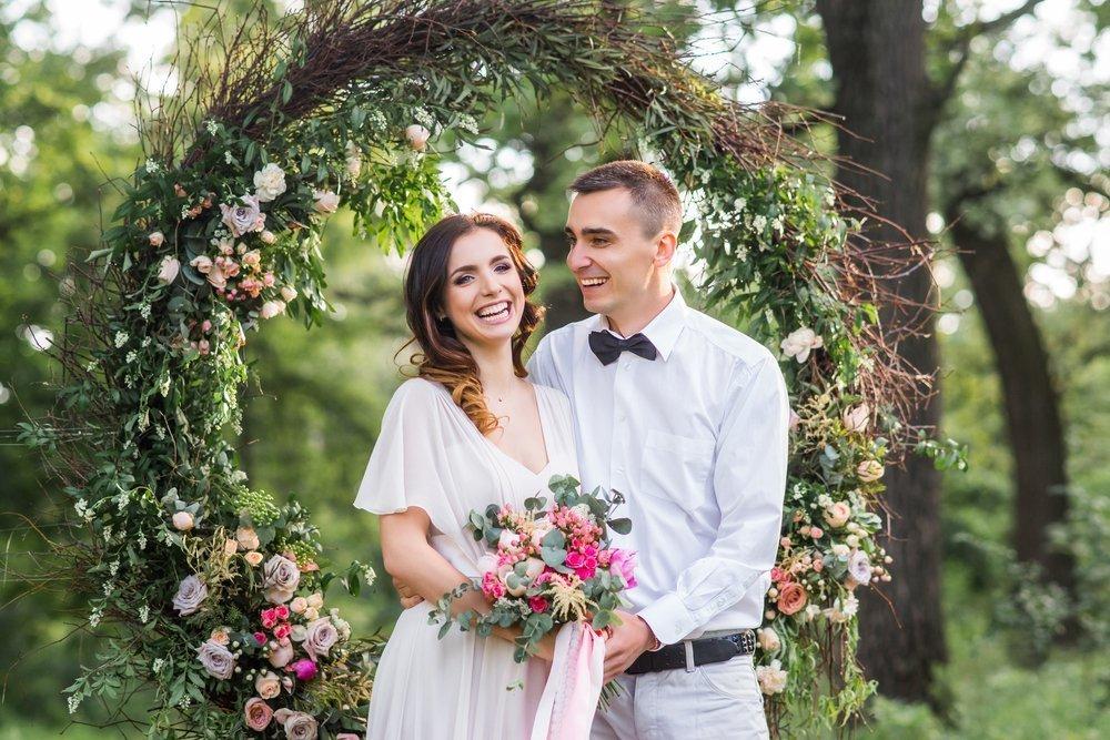 wesele w ogrodzie - jak się ubrać