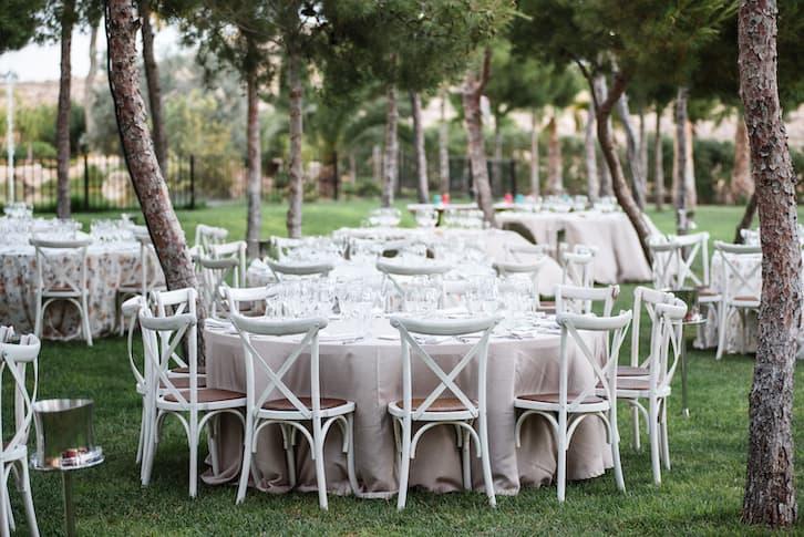 wesele w plenerze stoły