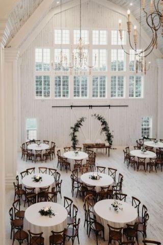 Rustykalne wesele - okrągłe stoły