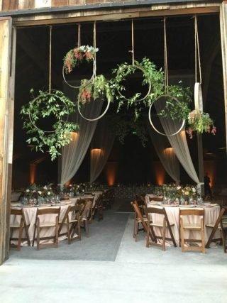 Rustykalne wesele - dekoracje stodoły