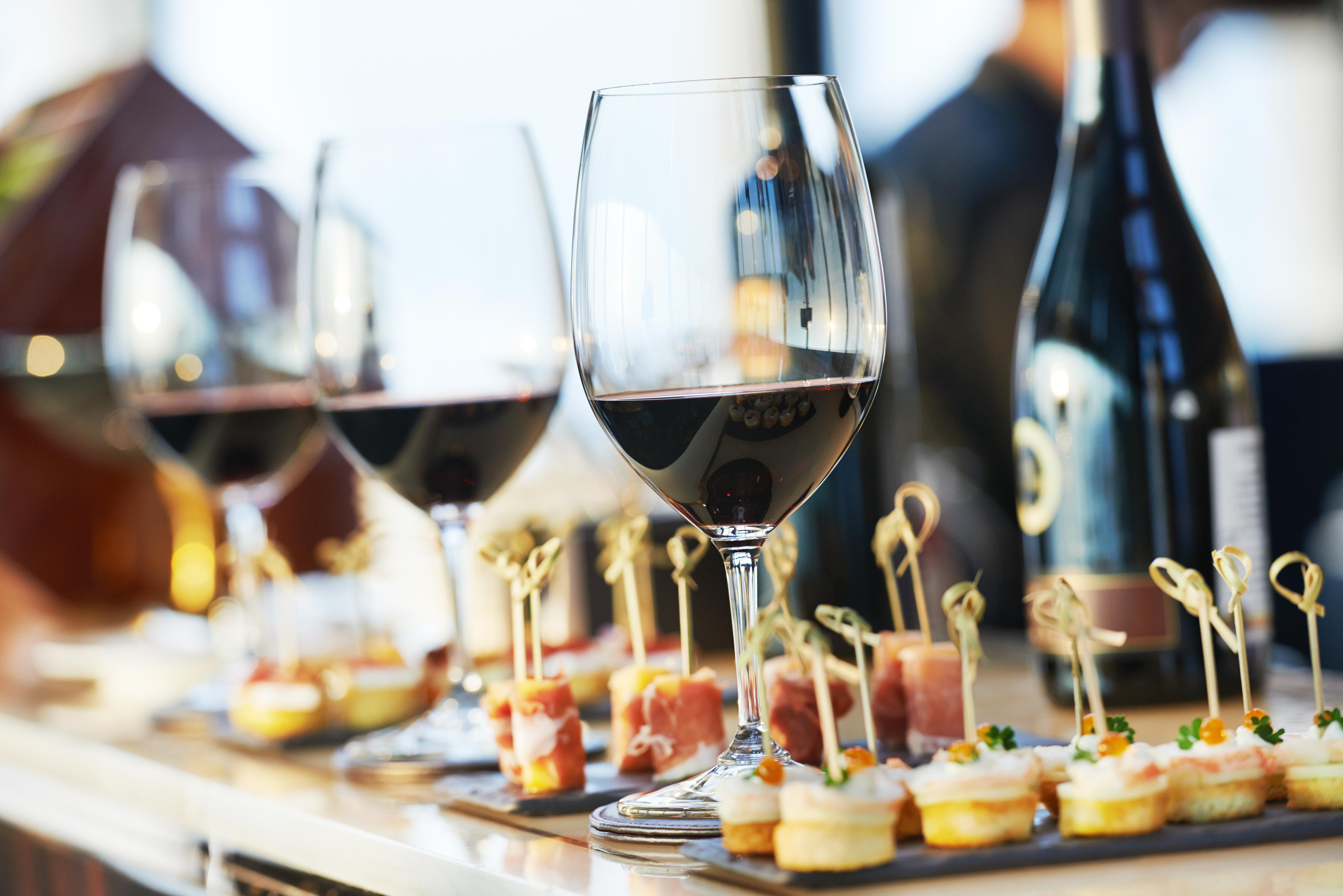 Wino na wesele - dlaczego nie warto na nim oszczędzać?