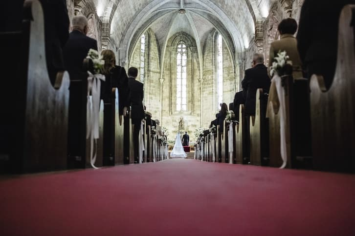 dekoracja kościoła na ślub