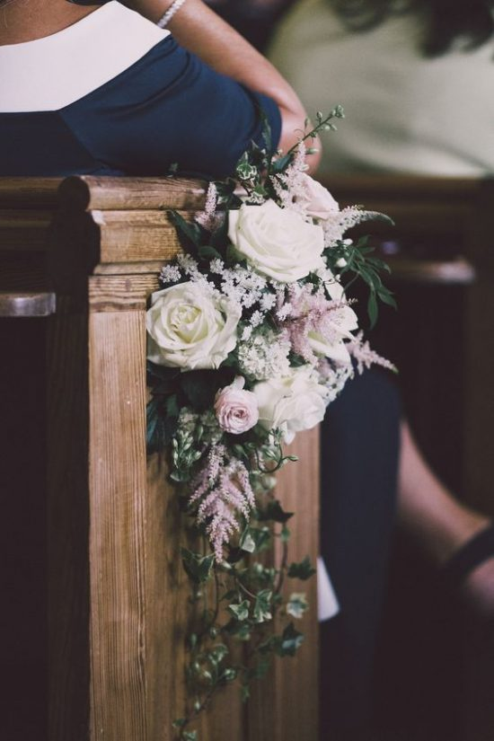 Wystrój kościoła na ślub - świeże kwiaty - zdjęcie 1