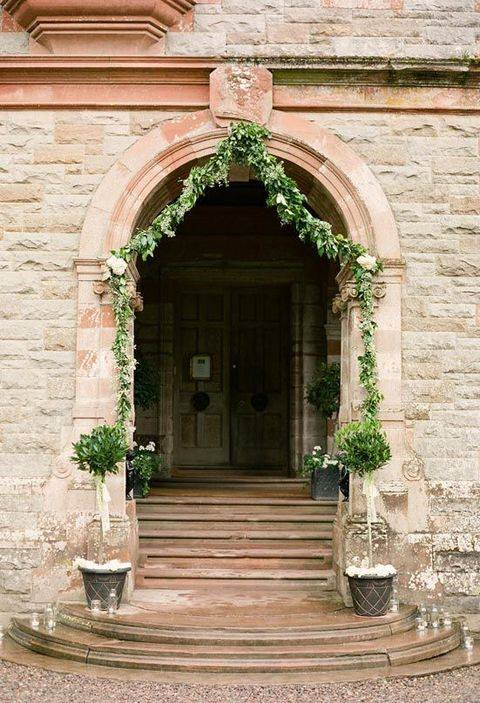 Wystrój kościoła na ślub - wejście do kościoła - zdjęcie 5