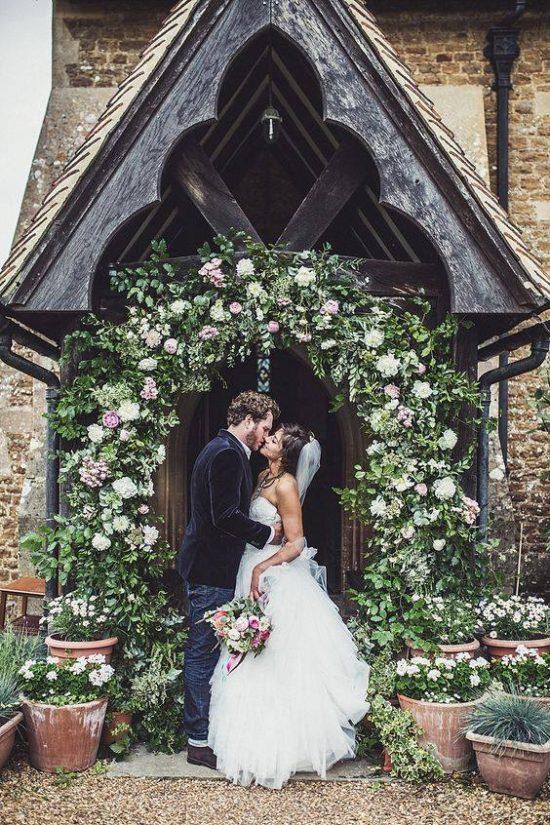 Wystrój kościoła na ślub - wejście do kościoła - zdjęcie 4