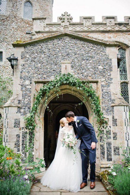 Wystrój kościoła na ślub - wejście do kościoła - zdjęcie 3