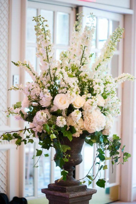 Wystrój kościoła na ślub - świeże kwiaty - zdjęcie 3