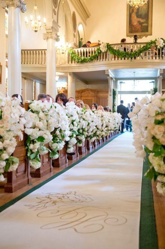 Wystrój kościoła na ślub - świeże kwiaty - zdjęcie 6
