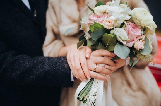 Co założyć na suknię ślubną?