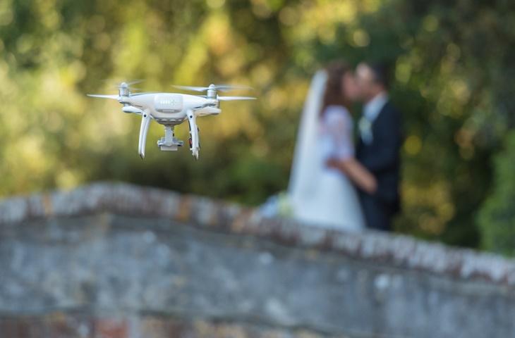 Film i zdjęcia ślubne wykonane dronem - zdjęcie 2