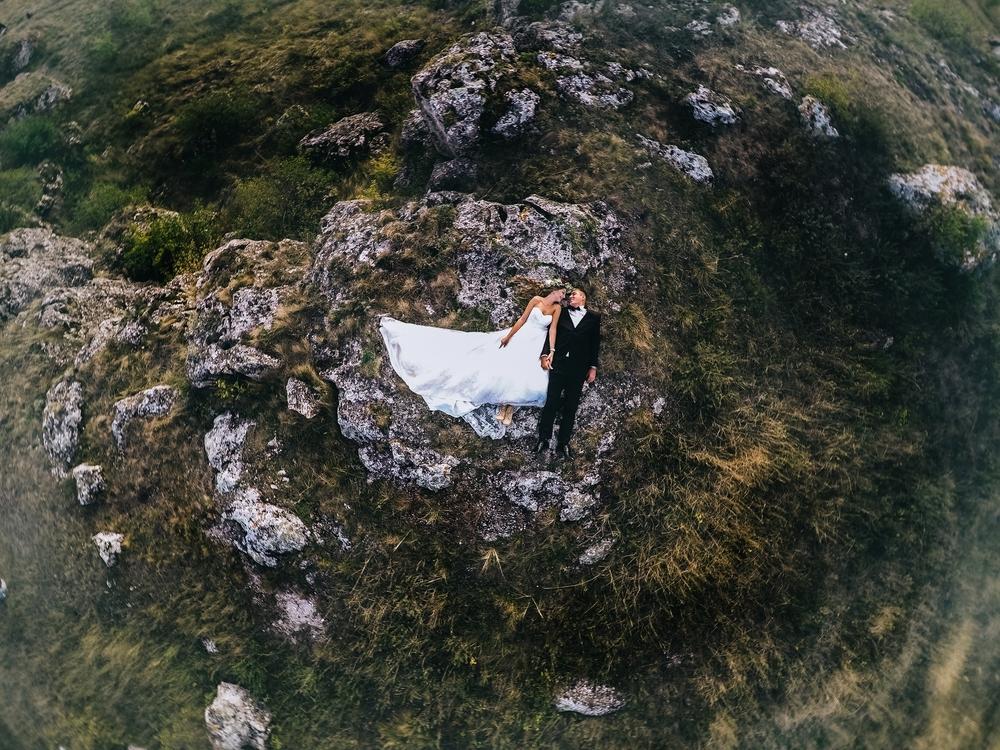 Filmy i zdjęcia ślubne wykonane z drona - zdjęcie 1