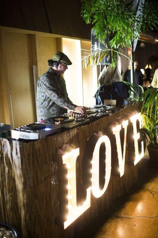 Zespół czy DJ na wesele - co wybrać?