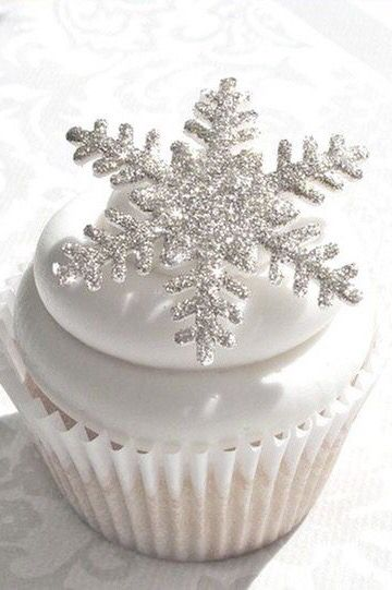 Zimowe dekoracje weselne - tort weselny - zdjęcie 6