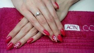 świąteczny zimowy manicure ślubny