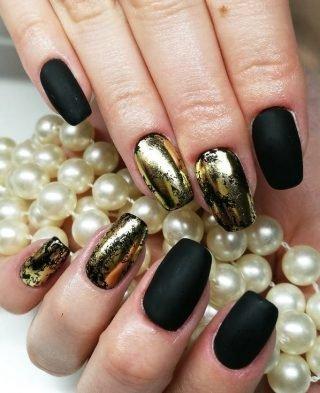 czarno-złoty zimowy manicure ślubny