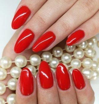 czerwony zimowy manicure ślubny