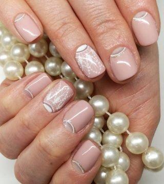 zimowy manicure ślubny efekt mrozu