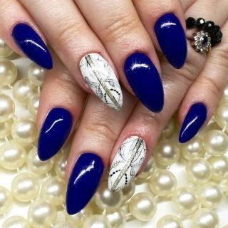 granatowy zimowy manicure ślubny