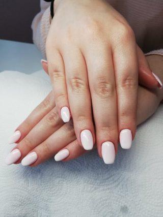 naturalny manicure ślubny