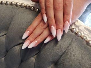 naturalny zimowy manicure ślubny