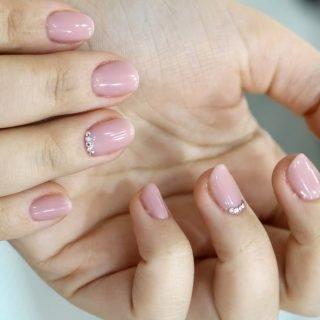 klasyczny zimowy manicure ślubny