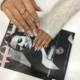 zimowy manicure ślubny - inspiracje